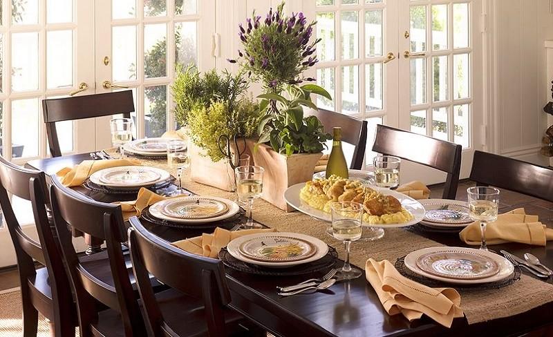 Eve gelecek misafir için nasıl hazırlık yapılmalı? | yemek masası düzeni çok önemli