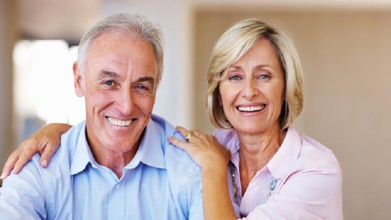 Kaybedilen dişlerinizi tekrar kazanmak için tedavi olun ve geleceğe yatırım yapın. Mutlu gülüşler!